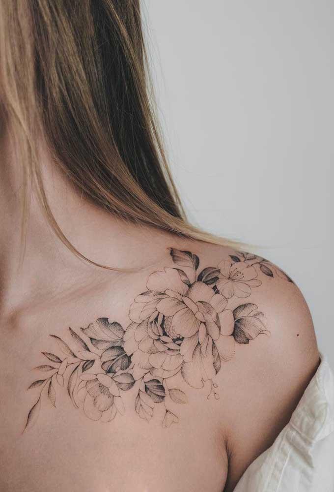 Ao invés de fazer uma tatuagem bem marcante, aposte em linhas mais suaves.