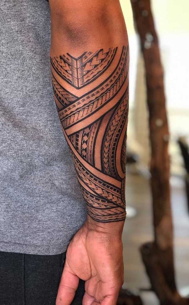 A tatuagem maori braço é uma das mais pedidas pelas pessoas que são adeptas desse estilo.