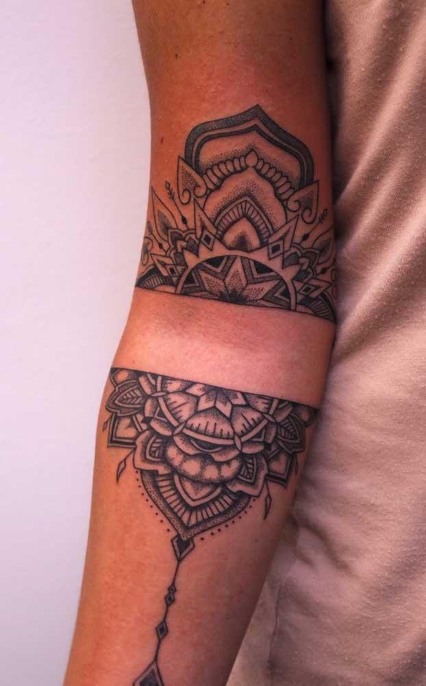 Olha que tatuagem maori feminina perfeita para fazer no braço.