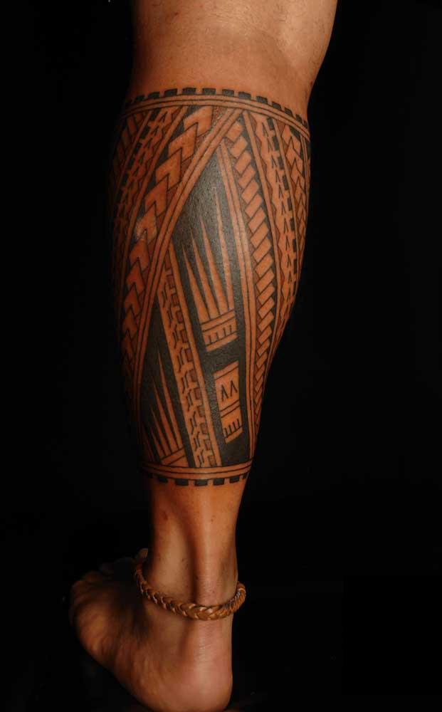 Quando você fizer a tatuagem maori pode escolher entre traços mais fortes ou suaves.