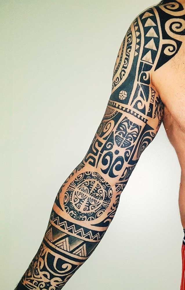 Mas se você quer radicalizar, faça a tattoo maori do ombro até a mão.