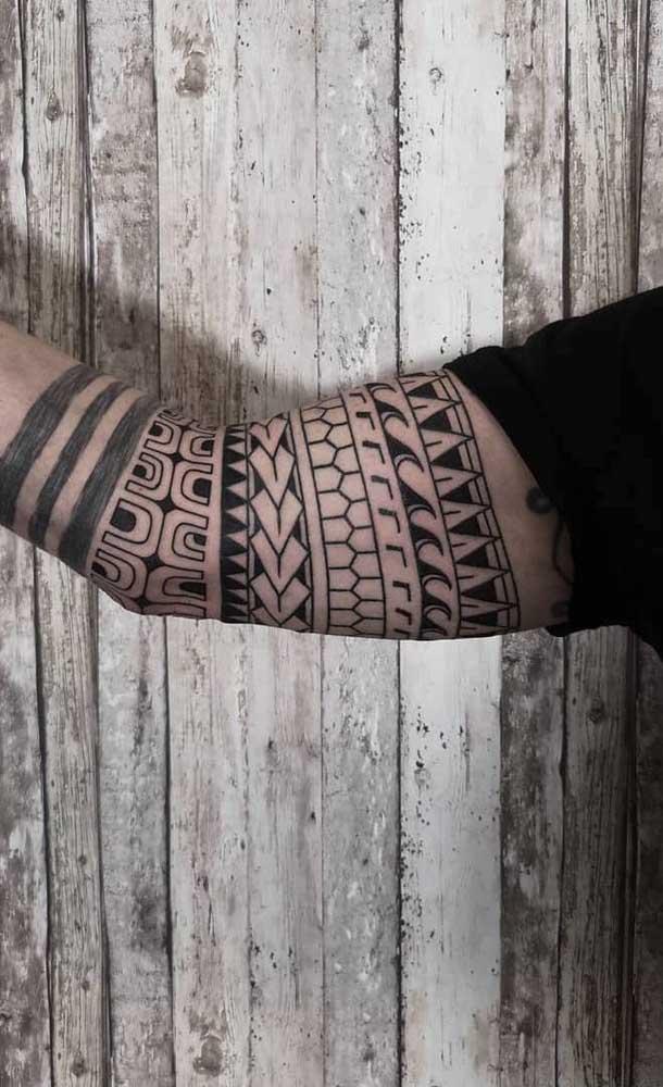 Você sabe diferenciar uma tatuagem maori de tatuagens tribais?