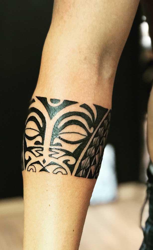 O Tiki Mana é um dos deuses da cultura Maori e sempre é desenhado com os olhos fechados e lábios grandes.