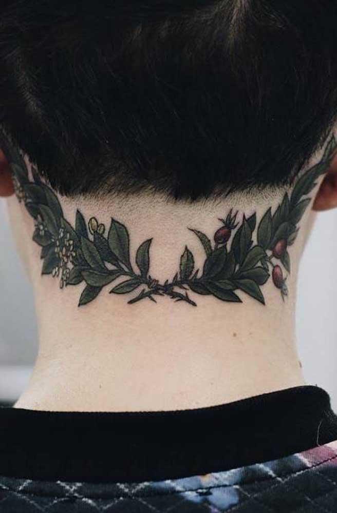 Olha que tatuagem mais linda para fazer na região do pescoço quase chegando na cabeça.