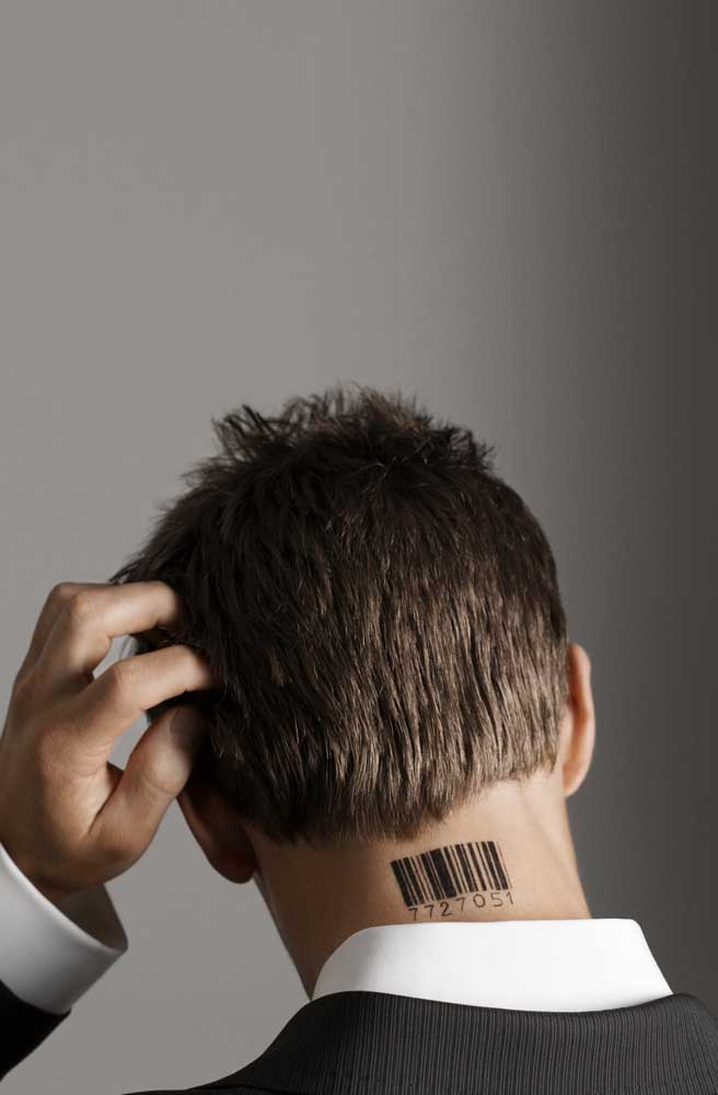 O código de barra é uma das tatuagens mais usadas na região do pescoço.
