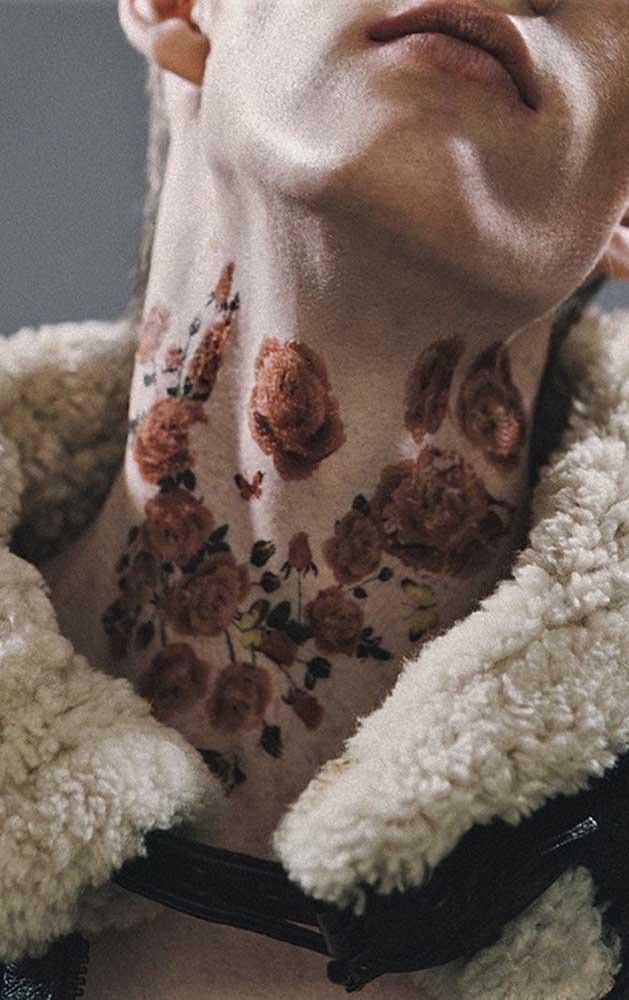 Que tattoo mais chamativa no pescoço.