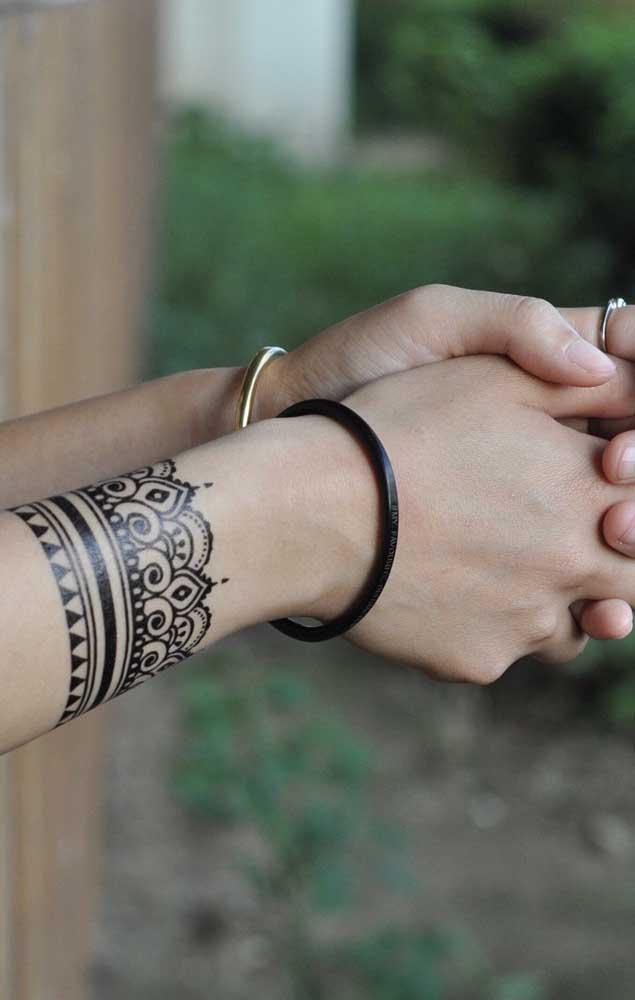 Quem vê, pensa até que é uma pulseira no braço de uma mulher, não é mesmo?
