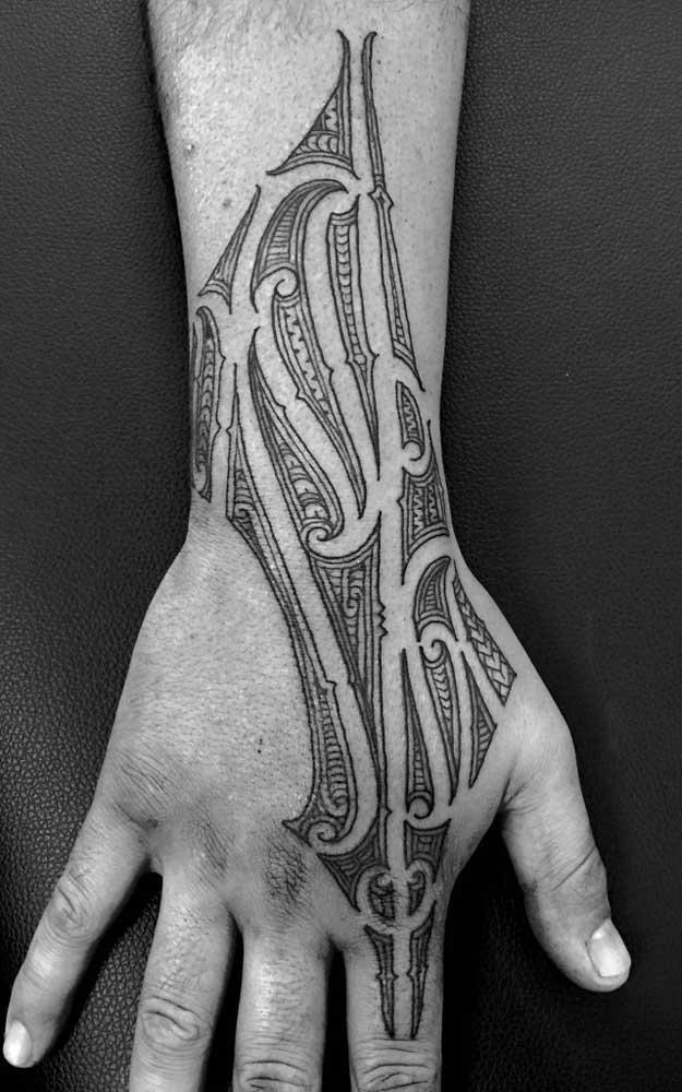 O que você acha desse modelo de tatuagem tribal?