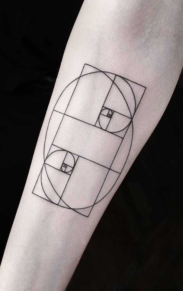 As formas abstratas são ótimas para servirem como desenho em uma tatuagem tumblr, já que os traços são finos e leves.