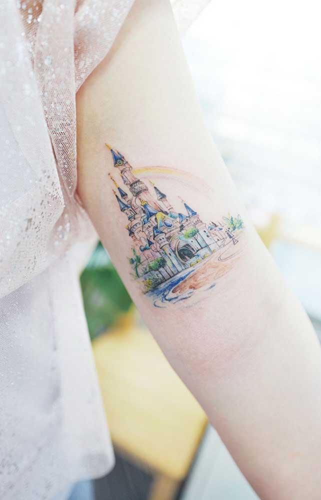 O que acha de eternizar o Castelo das Princesas como uma tatuagem tumblr no braço?