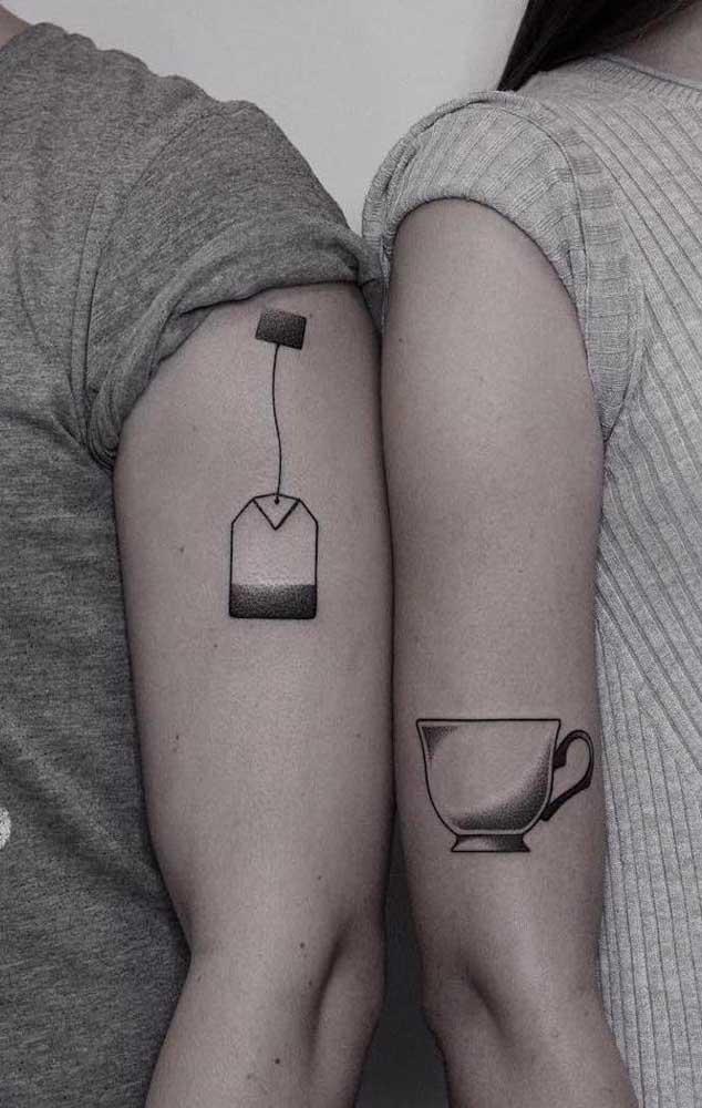 Mais uma opção interessante de tatuagem casal tumblr, pois representa como um deve ser o complemento do outro para que a relação seja duradoura.
