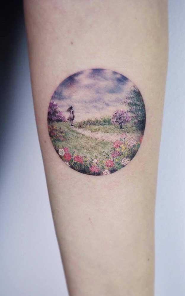 Se você tem um estilo mais delicado, pode apostar na tatuagem feminina tumblr no braço ou em qualquer parte do corpo.