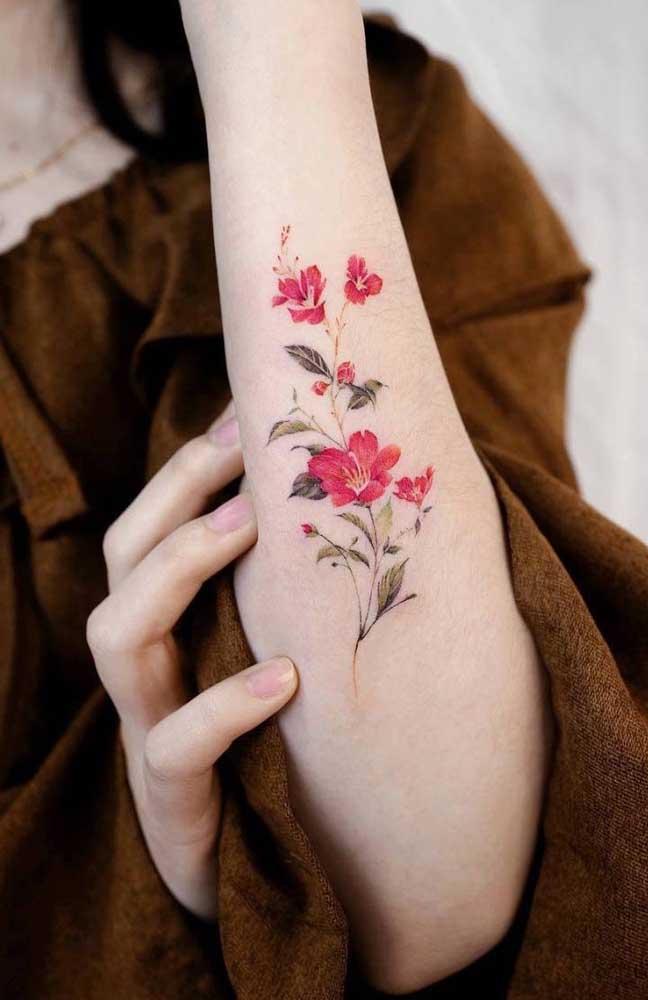 A tatuagem tumblr feminina fica perfeita se você optar por desenhos com traços mais finos e delicados.