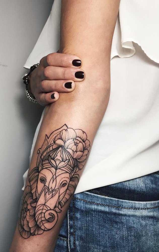 Mas é possível fazer uma tatuagem tumblr feminina com desenhos diferenciados e não tão delicados, mas com significado.