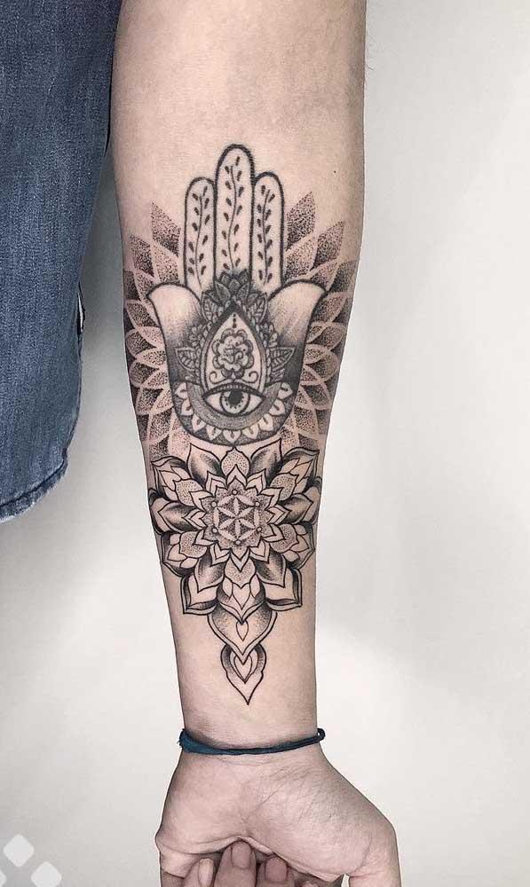O que acha dessa tatuagem indiana no braço masculina? Teria coragem de fazer?