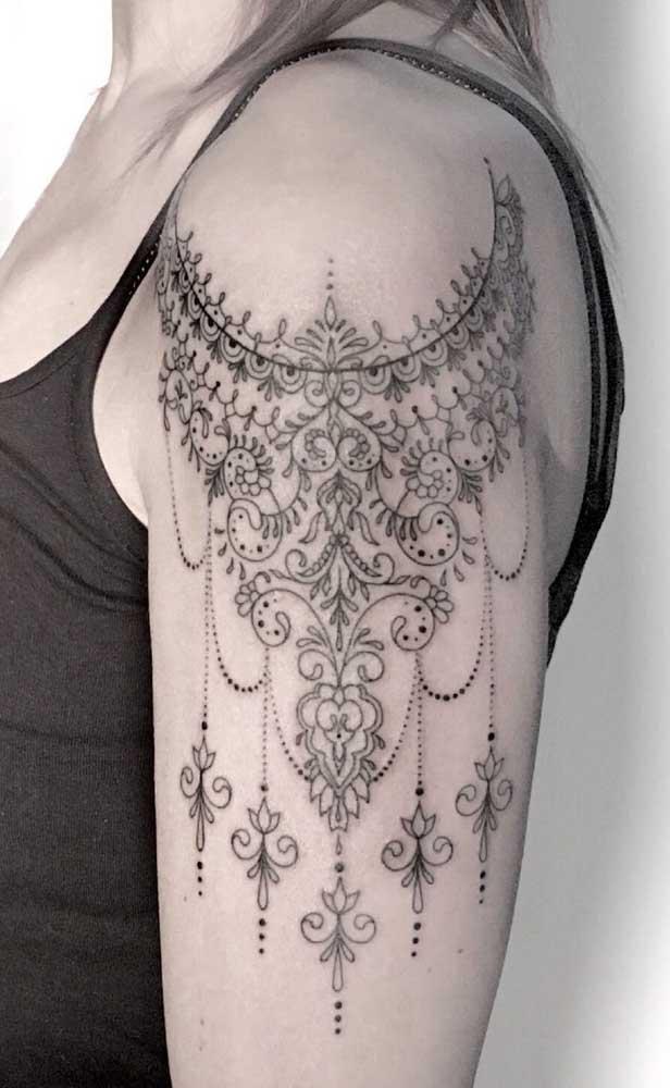 Não é difícil identificar uma tatuagem indiana no corpo.