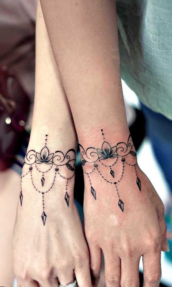 Que tal fazer uma tatuagem indiana combinando com o seu amor?