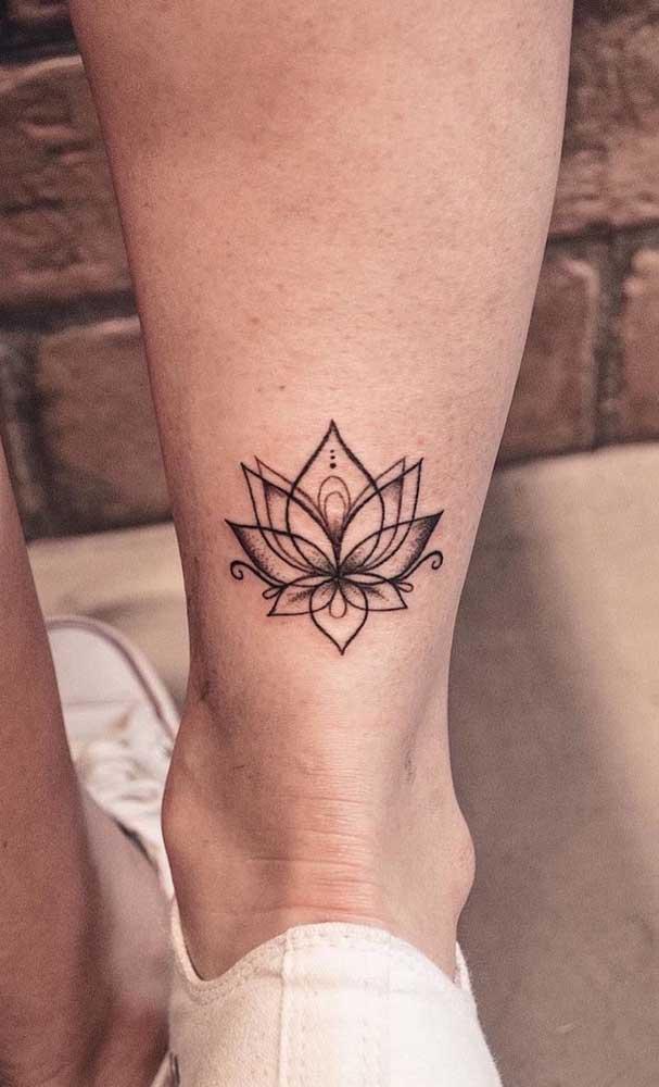 Quem disse que não é possível fazer uma tatuagem indiana mais discreta?