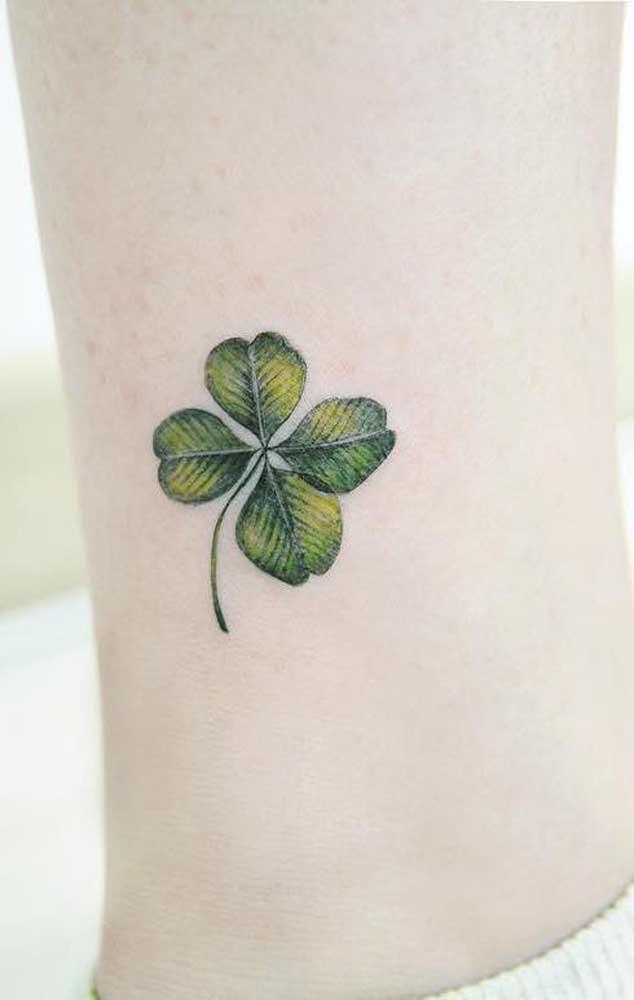 O que acha de tatuar o trevo de 4 folhas?