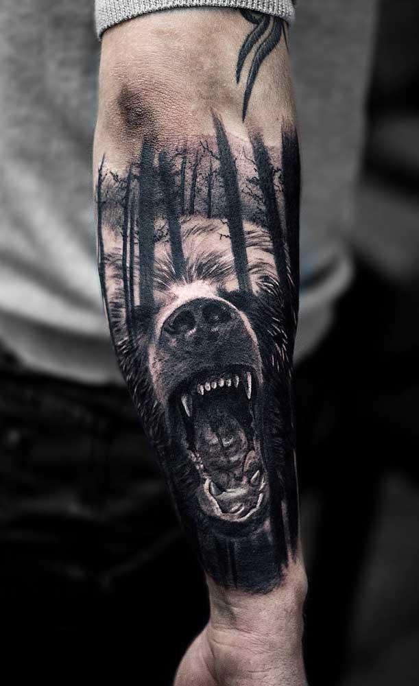 Você pode radicalizar no desenho da sua tatuagem realista.