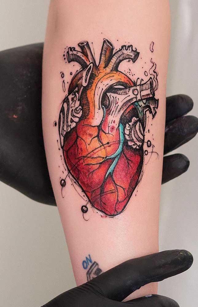 Que tal fazer uma tatuagem coração realista?