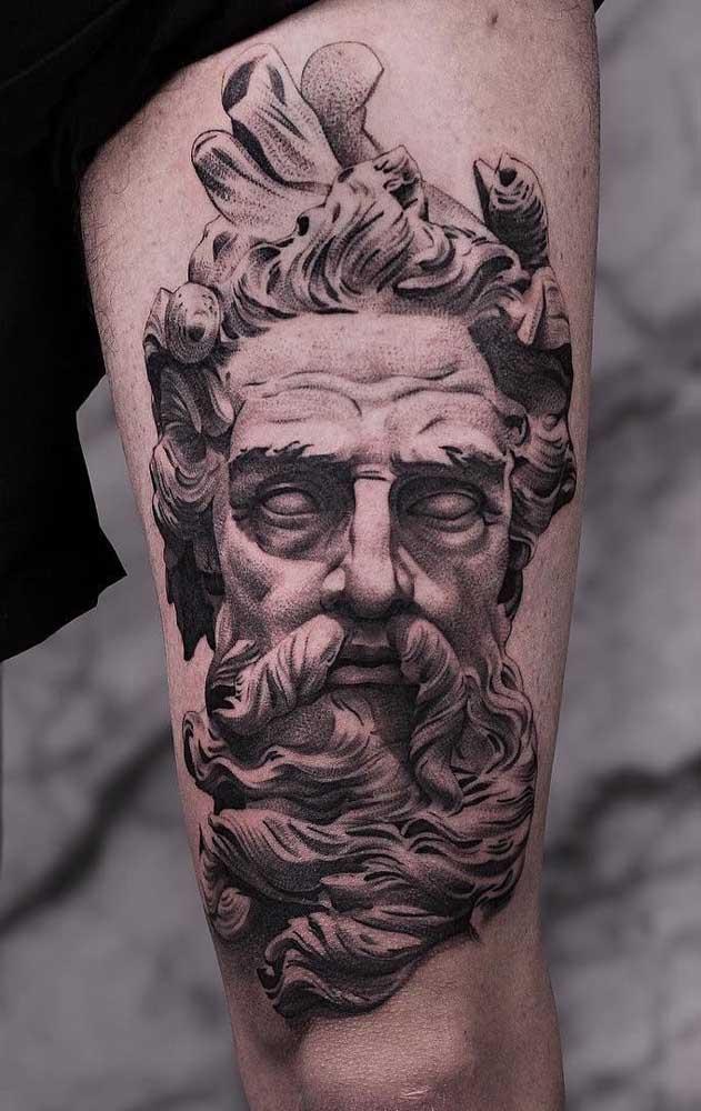 Se inspire em grandes pensadores para fazer a tattoo realista.