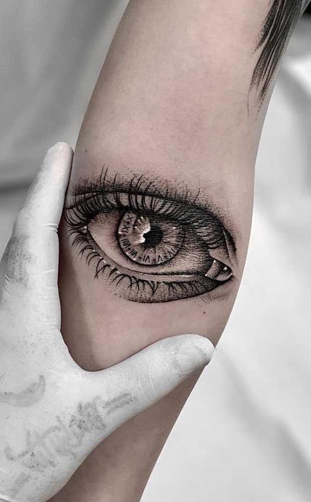 Já pensou em fazer uma tatuagem olho realista?