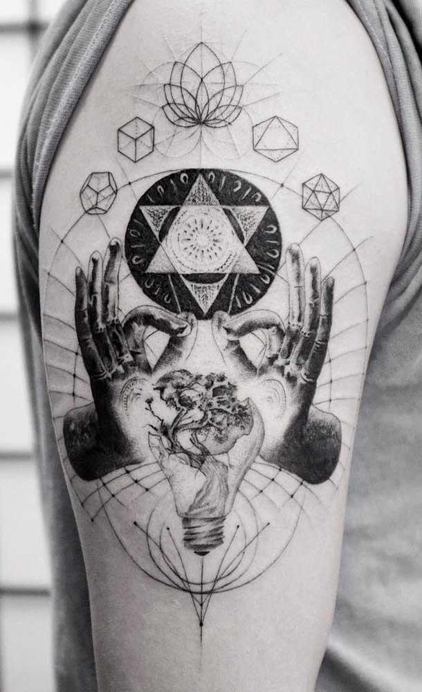 Misture diferentes imagens em uma mesma tatuagem sombreada.