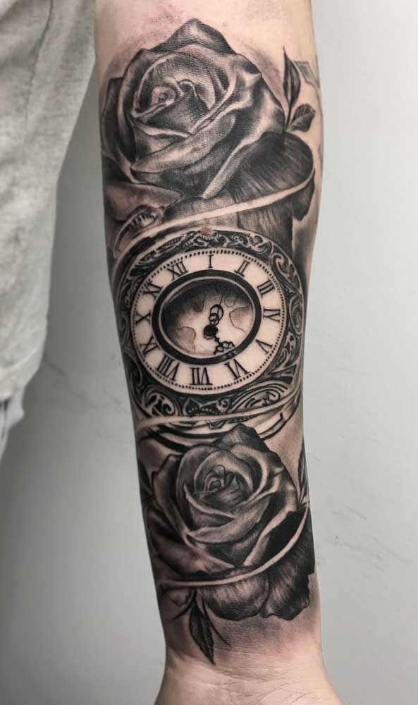 Olha essa mistura de rosas com relógio como fica perfeita.