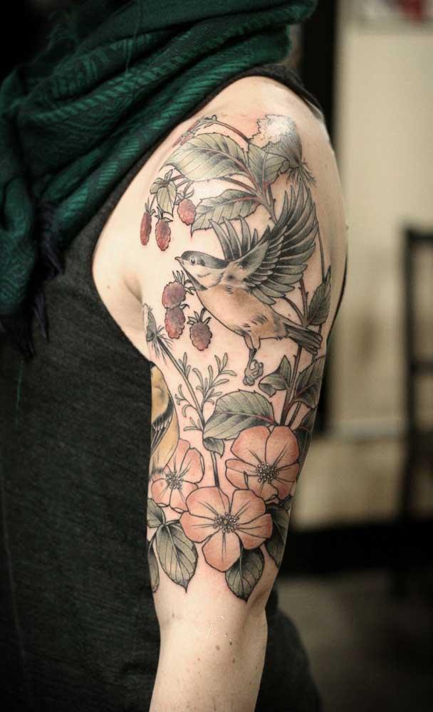 Que tatuagem sombreada mais perfeita para fazer no braço.