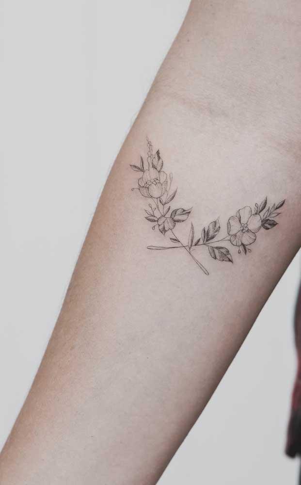 Tatuagem sombreada linda e delicada.