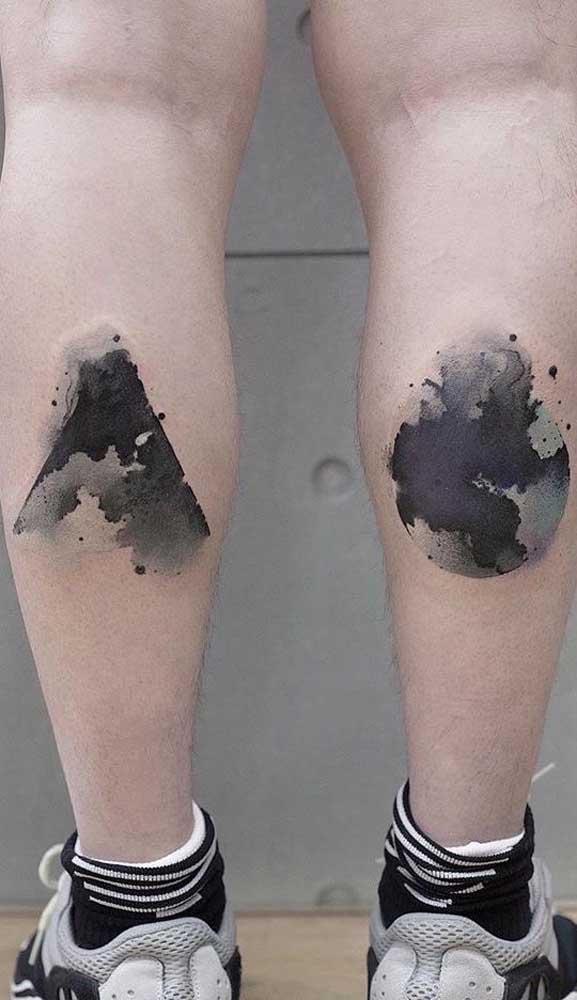Quem disse que não dá para fazer uma tatuagem aquarela preto e branco?