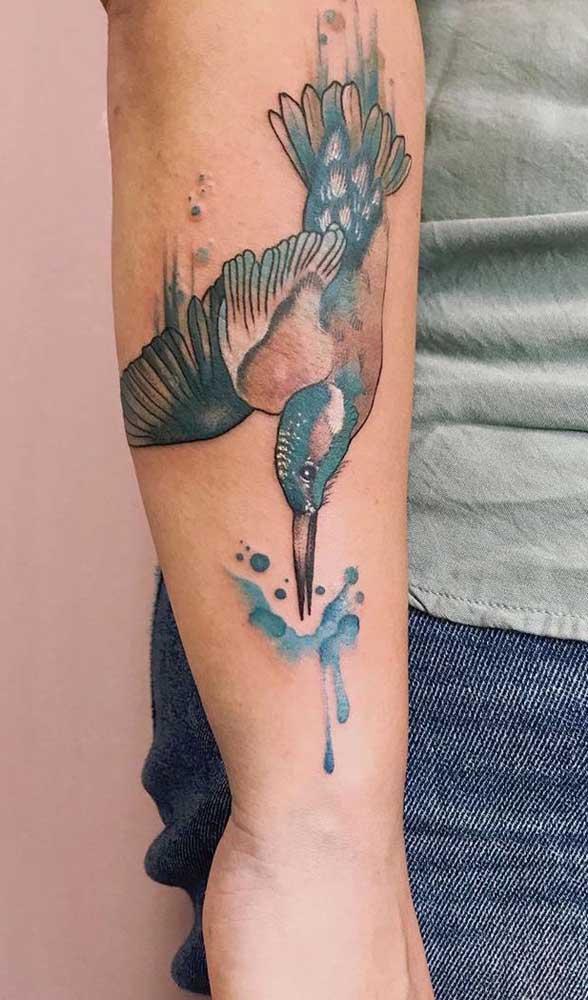 Dá para fazer desenhos maravilhosos com a tatuagem aquarela.