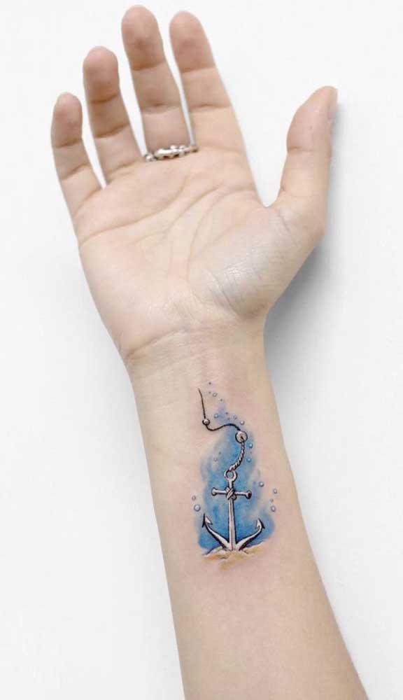 Que tal fazer uma tatuagem aquarela no formato de âncora?