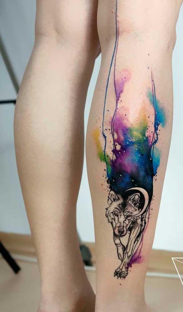 Olha essa tatuagem aquarela lobo incrível.