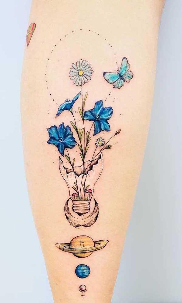 Misture elementos na sua tatuagem aquarela.