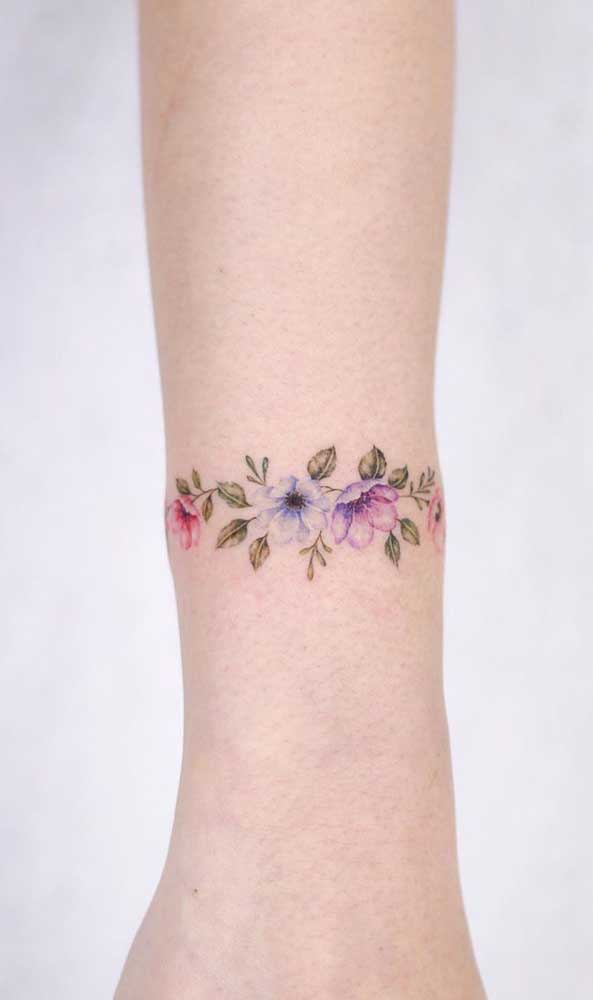 Se você é uma pessoa mais discreta, pode escolher uma tatuagem aquarela mais delicada.