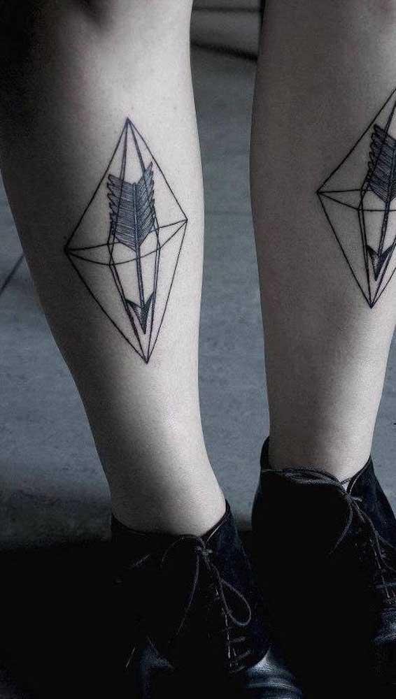 O que acha de apostar em uma tatuagem de arco e flecha completamente diferenciada?