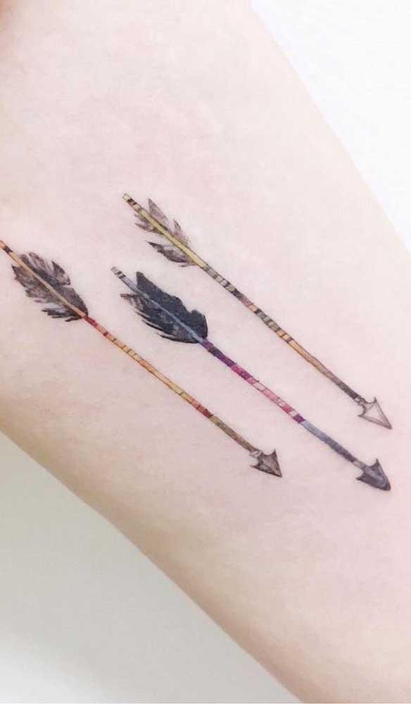 Quer acertar o alvo? Aposte na tatuagem com três flechas.