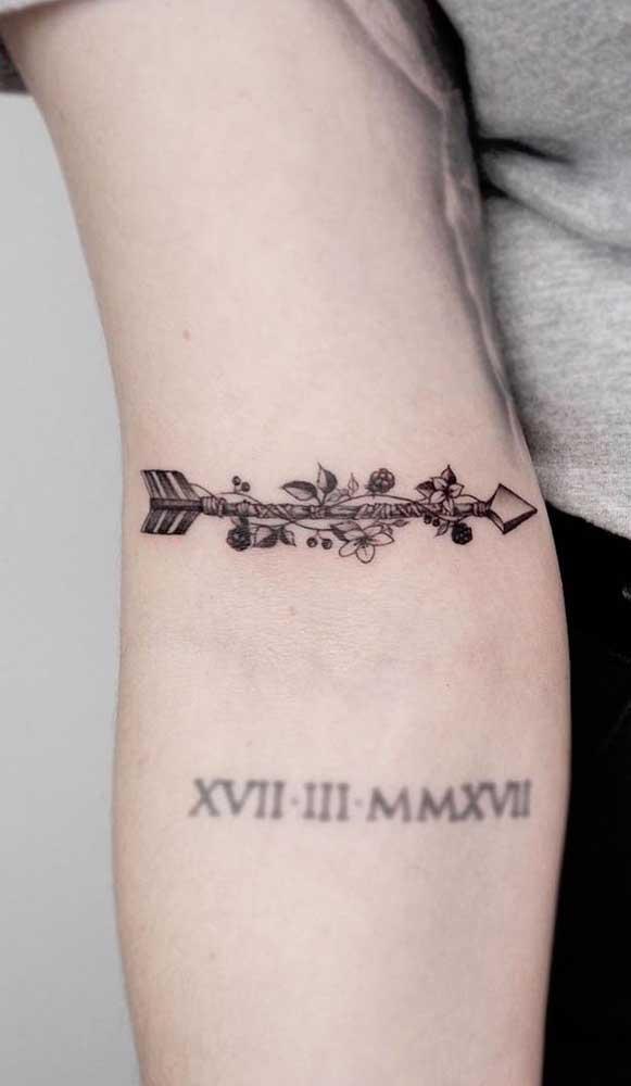 Personalize a tatuagem de flecha feminina de acordo com seu estilo.
