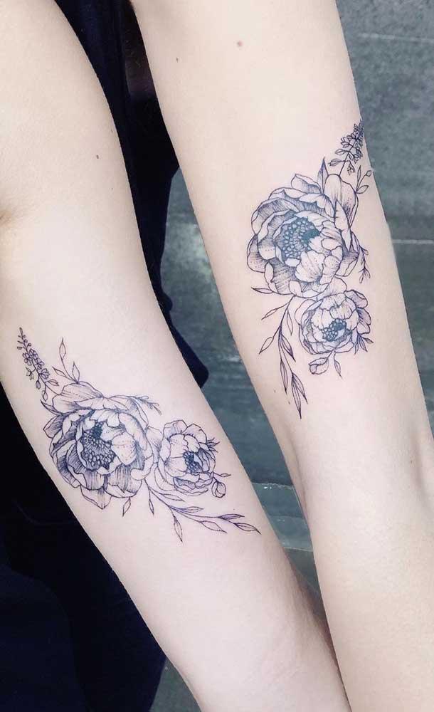 Duas irmãs podem escolher o mesmo desenho na hora de fazer uma tatuagem.