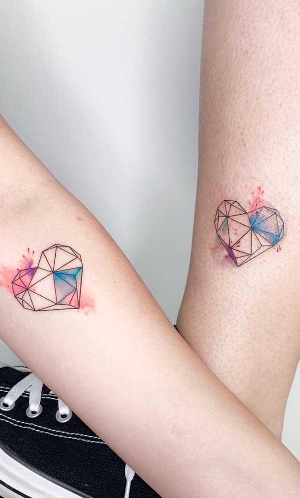 Que tal fazer uma tatuagem de irmãs colorida?