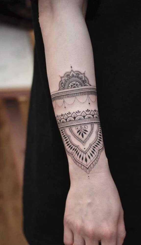 A tatuagem bracelete indiano está super em alta.