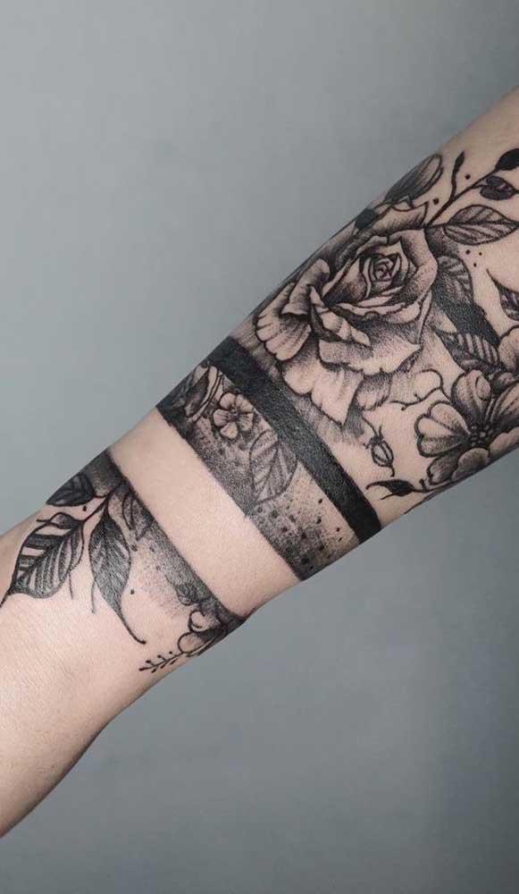 Você pode fazer uma tatuagem bracelete que pega uma parte do braço.