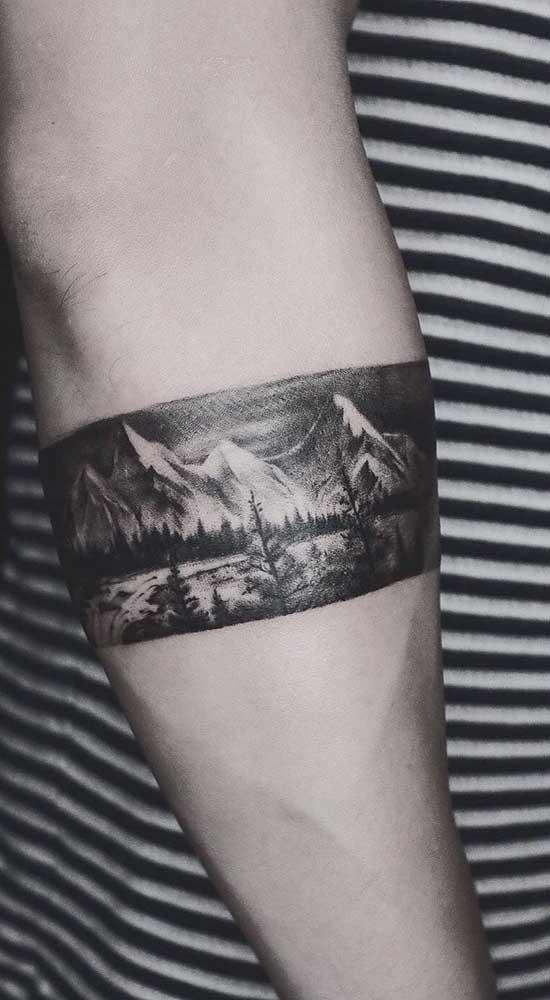 Vale a pena se inspirar em uma fotografia para fazer sua tattoo no estilo bracelete.