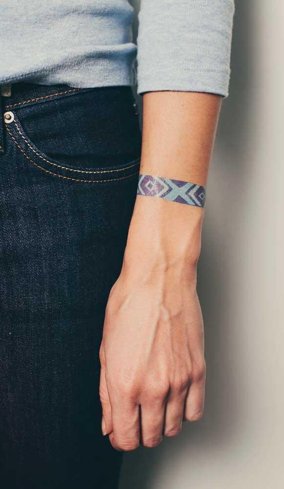 Você acha que isso é uma tatuagem ou uma pulseira?
