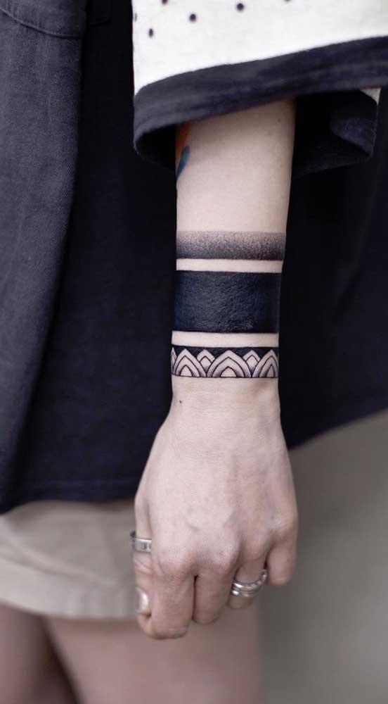 O que acha de apostar em uma tatuagem bracelete tribal para representar algo que tem significado para você?