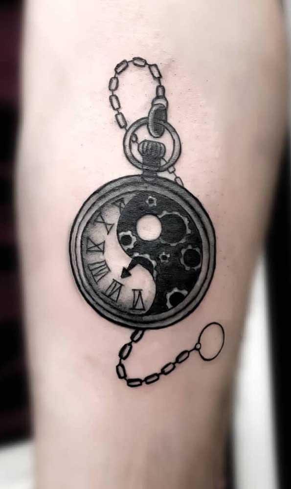 O relógio de bolso é um objeto clássico e perfeito para quem gosta de coisas antigas.
