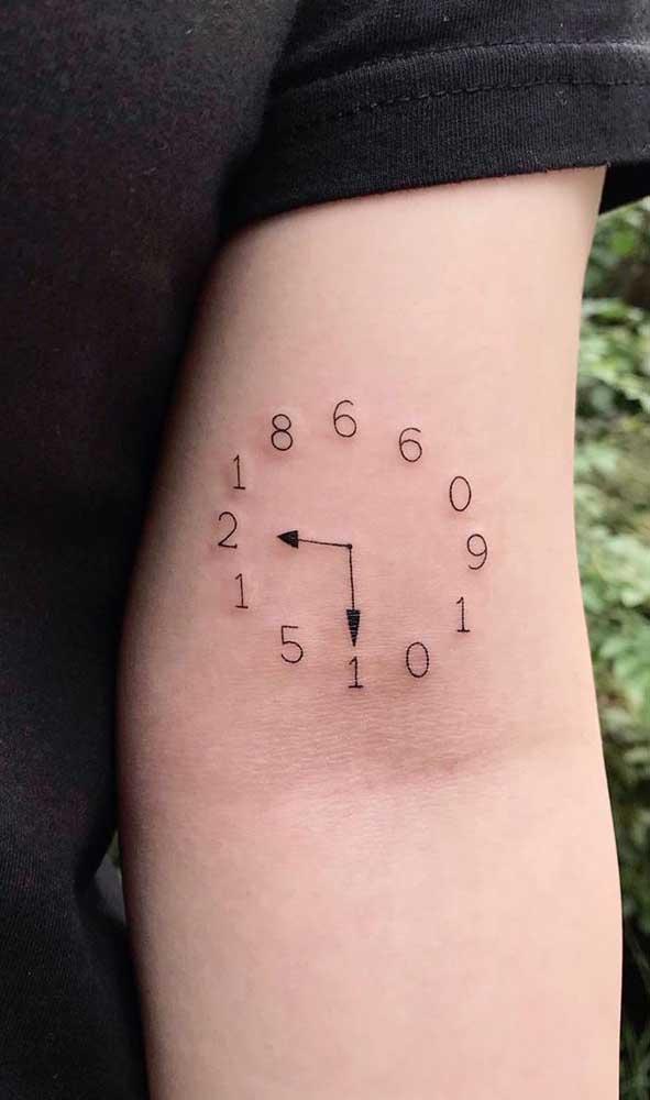 O mais comum é tatuar a hora de nascimento do filho.