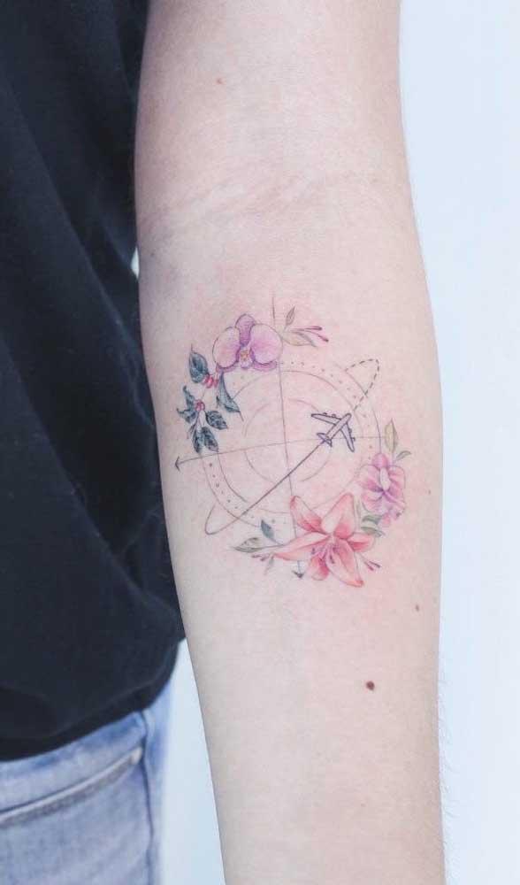 Quer combinação mais perfeita do que rosa dos ventos, flores e avião?